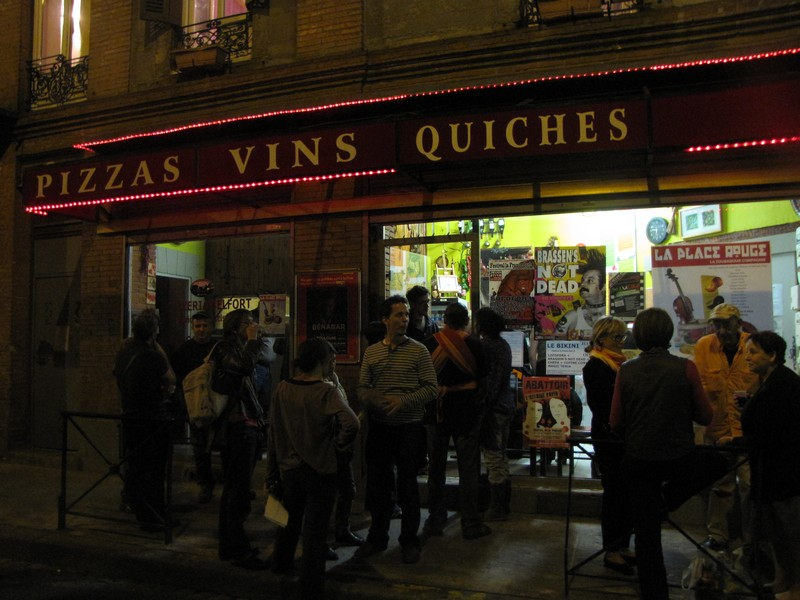 «Chez Zoubir», pizzeria culturelle et militante