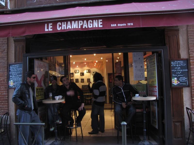 Le Champagne, un vrai bar de quartier
