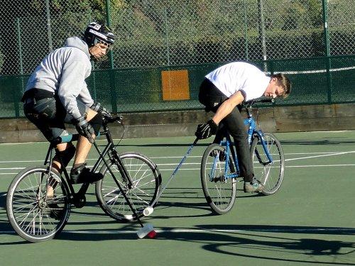 Bike polo, le sport de rue version collectif