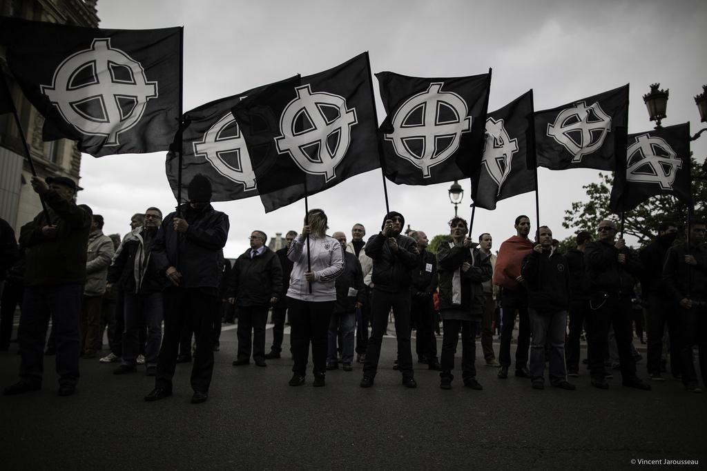 «Les groupes d'extrême-droite progressent en parallèle»