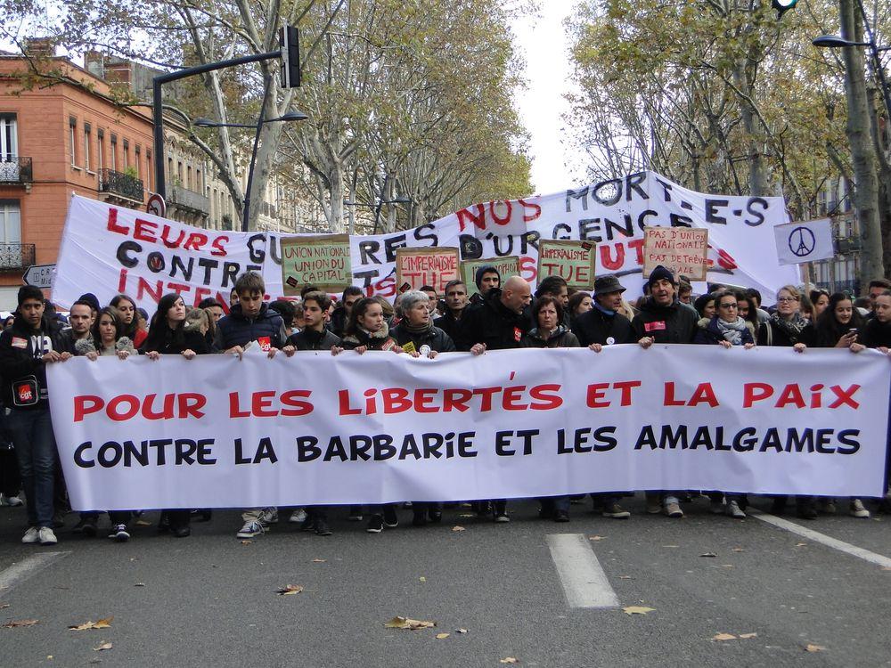 [GRAND FORMAT] 12 000 personnes défilent à Toulouse contre la barbarie