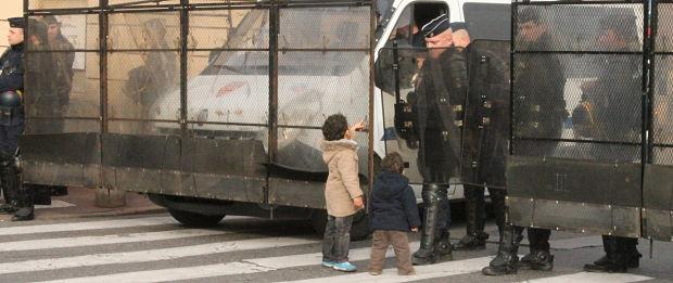Les opposants à l'état d'urgence défilent dans le calme à Toulouse
