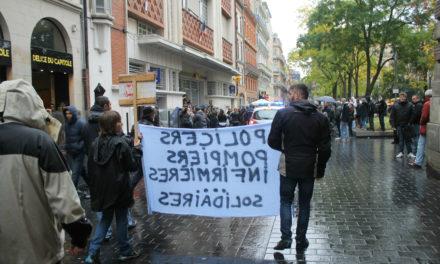 À Toulouse, les policiers marchent sur les boulevards pour demander plus de moyens