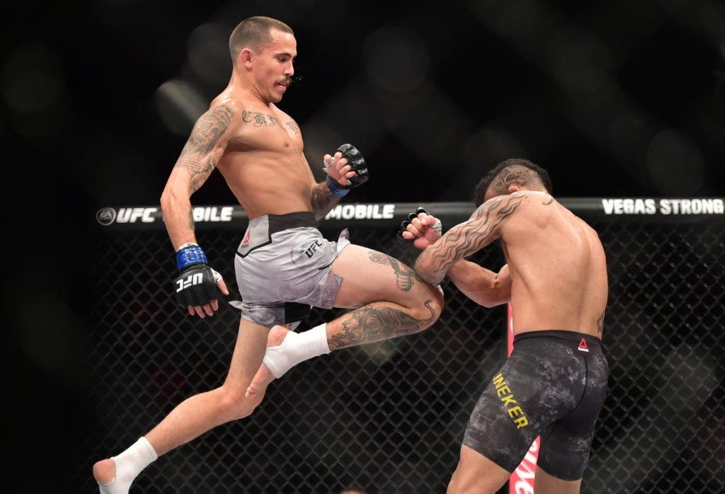 Appelé aussi « combat complet » en français, le MMA associe lutte, judo ou encore boxe